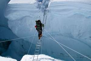 crevasse everest